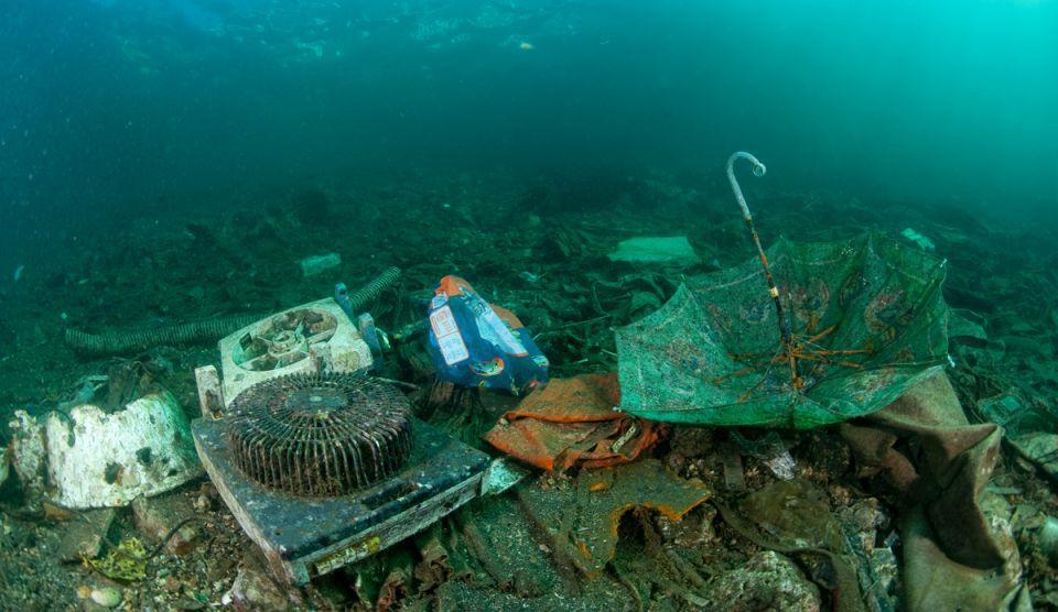 plastic-in-marea-mediterana-credit-foto-obligatoriu-jurgen-freun.jpg