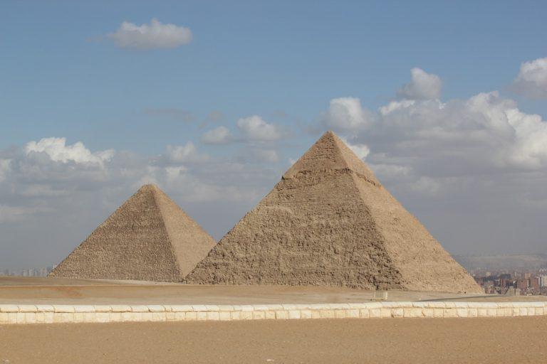 dve-piramide-768x512.jpg